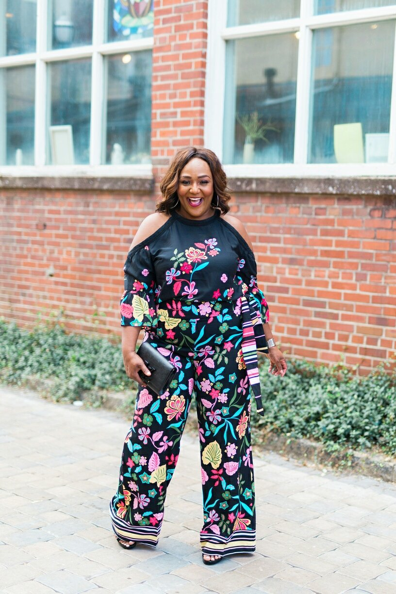 Full Body Picture of Plus Size Blogger wearing floral coordinates from New York & Company