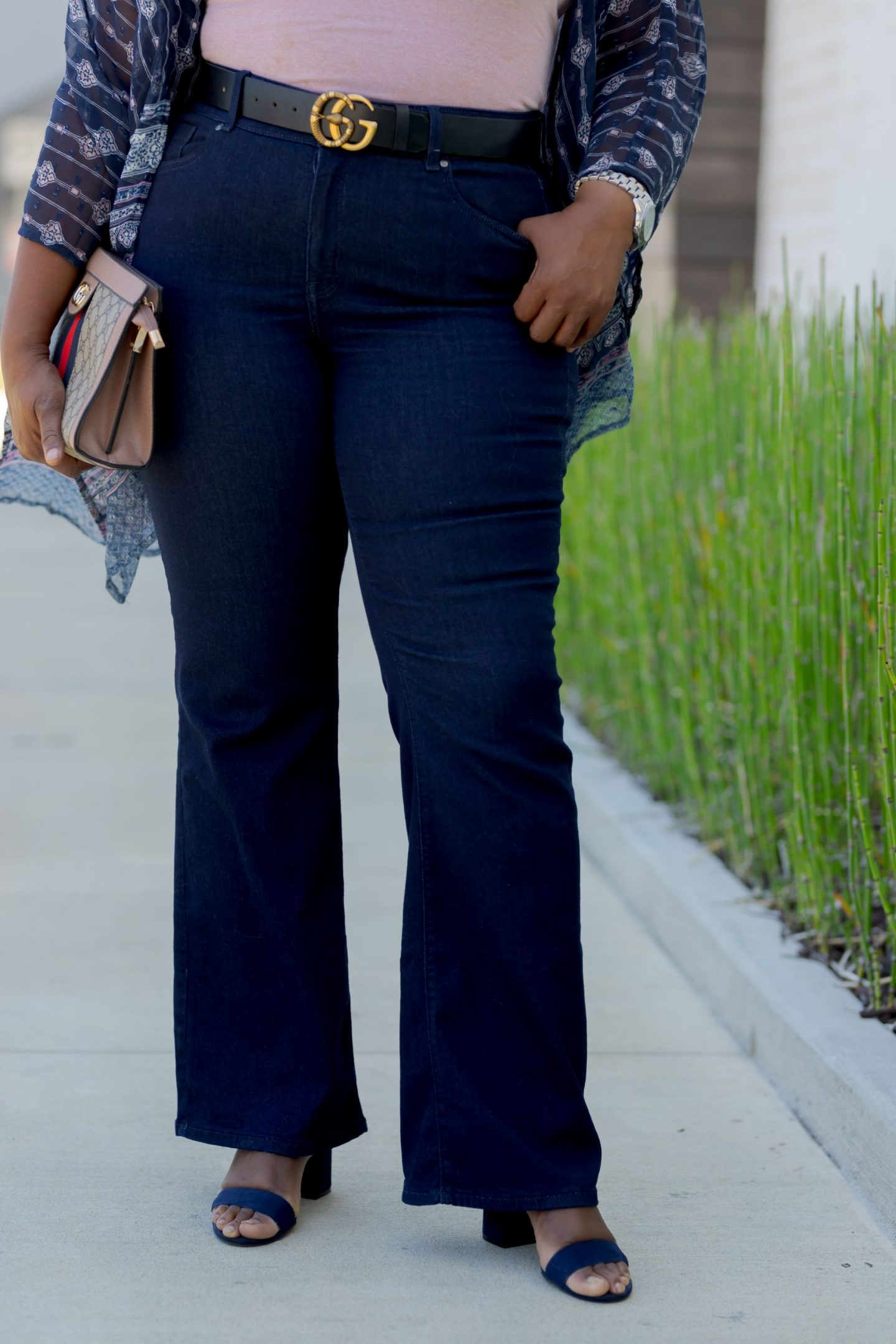 Influencer Half body picture of Nikki Free wearing Lane Bryant Flex Magic Waistband Jean
